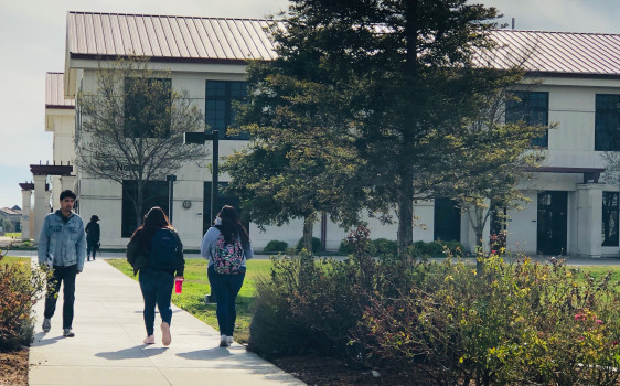 Image of 3 students walking to the 800 building at WCC